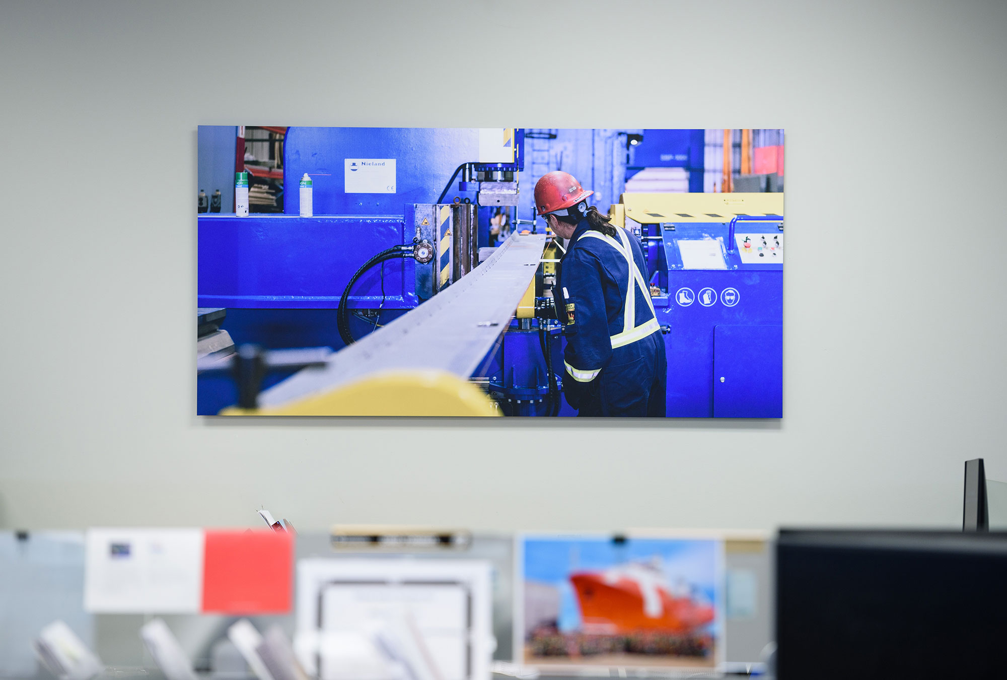 Vivid, high-quality photo art in office environment